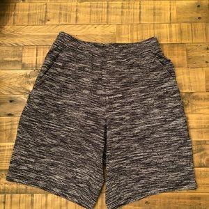 Lululemon men's shorts no size tag